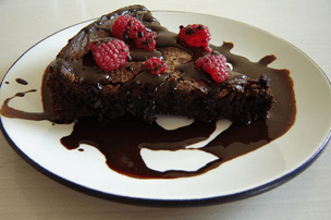 chocolate torte with raspberries